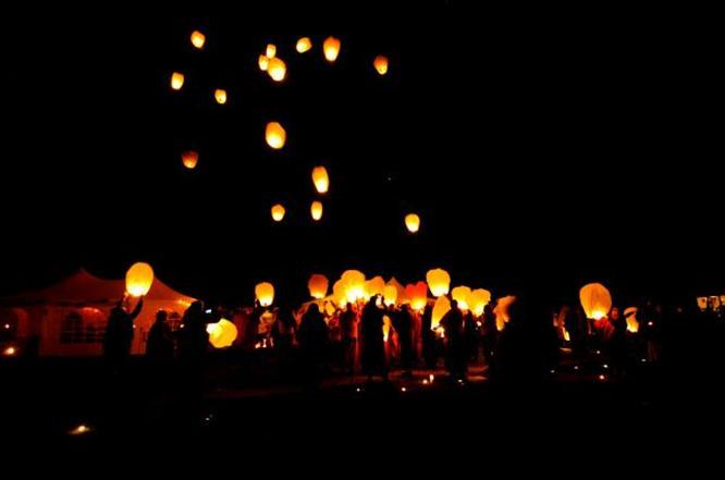 Lâcher de lanternes volantes